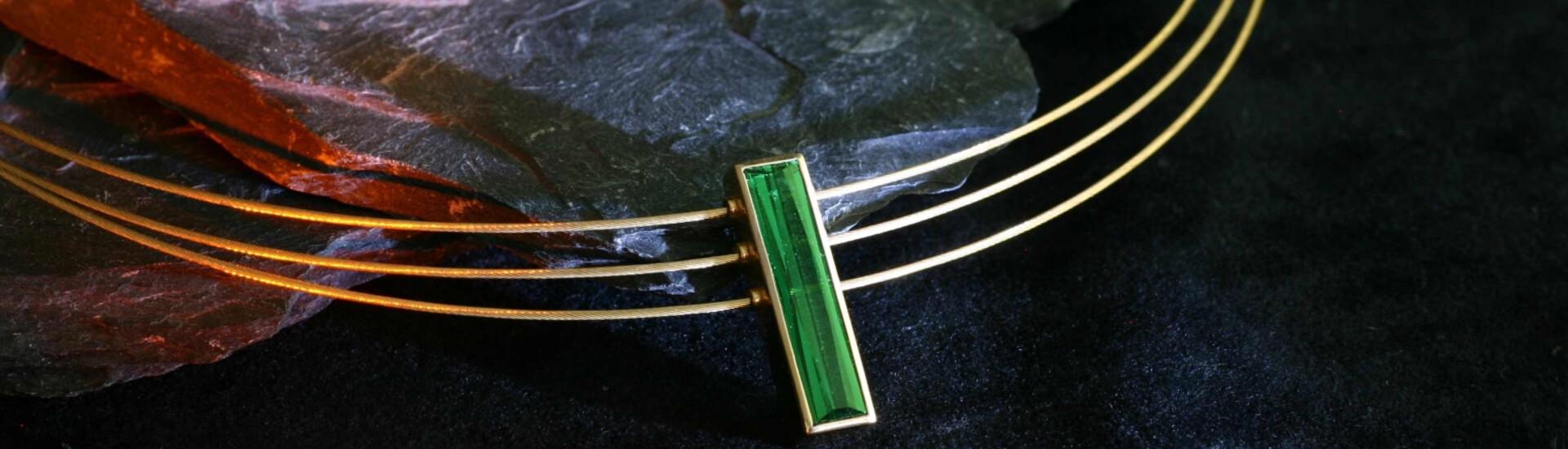 Colliers und Ketten