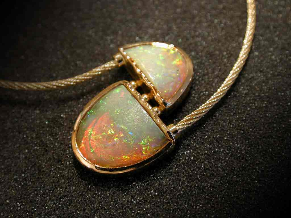 Broken-Heart-Opal in Gelbgold 750