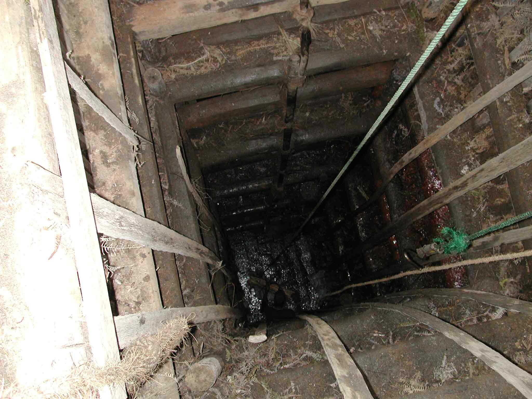 Minenschacht ca.8 Meter Tiefe